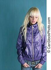 loiro, moda, menina jovem, roxo, casaco