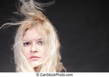loiro, mulher, com, dela, cabelo, soprando