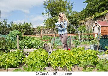 loiro, posição mulher, em, dela, jardim