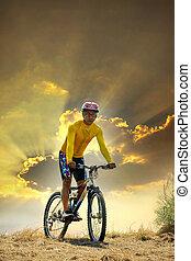 loisir, dehors, ciel, usage, vélo, activités, thème, homme, équitation, terre, jeune, sombre, sport, soir, dune, mtb, porte, fond, moutain, contre