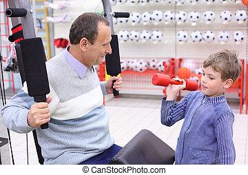 loja, menino, mão, foco, idoso, esportes, exerciser, sênior, barbell, homem