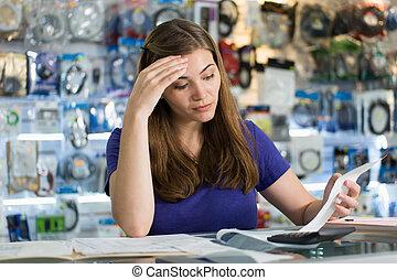 loja, mulher, verificar, preocupado, faturas, computador, contas