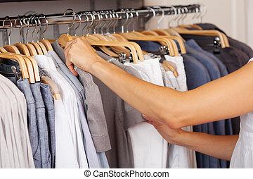 loja, roupa, camisa, escolher, prateleira