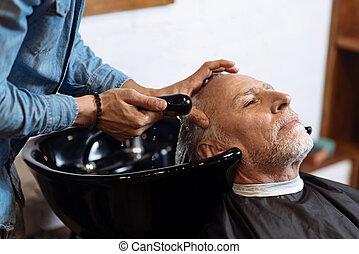 loja, seu, antigas, cabelo, barbeiro, durante, lavando,...