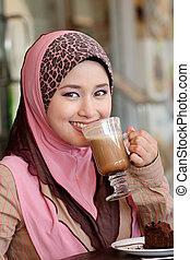 loja, sorrisos, café, mulher, muçulmano, jovem, almoço, asiático, bonito, encantador, tendo