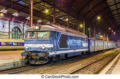 lokale, diesed, tog, hos, strasbourg, station., alsace, frankrig
