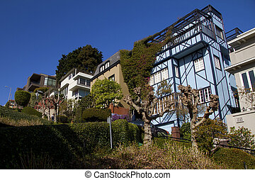 Lombard Street, San Francisco (California, USA), famous street for steep sections and eight tight hairpin turns