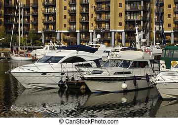 London-09-0034 - Boats and luxury apartments at Saint...
