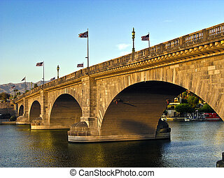 London Bridge in Lake Havasu, old historic bridge rebuilt ...