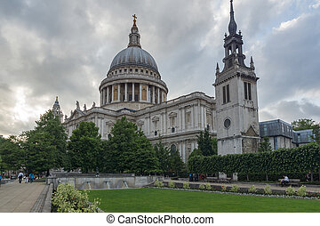 Amazing view of St. Paul Cathedral in London