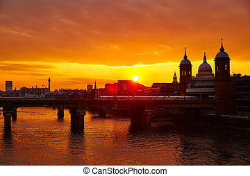 London sunset at Thames with St Paul Pauls Cathedral of ...