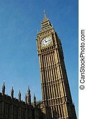 big ben - london\\\'s famous big ben bell tower on a bright...