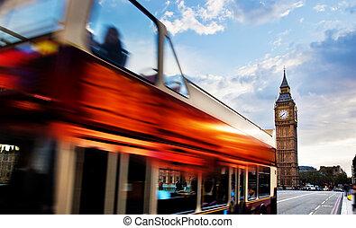 londres, el, uk., rojo, autobús, en el movimiento, y, big ben