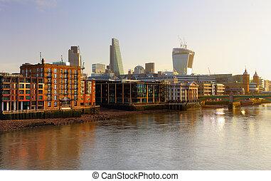 londyn, profile na tle nieba, na, zmierzch, anglia, uk