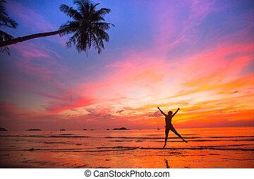 long-awaited, mládě, vacation), přeskočit, západ slunce, moře, (concept, děvče, pláž