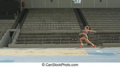 long, côté, saut, athlète, vue, caucasien