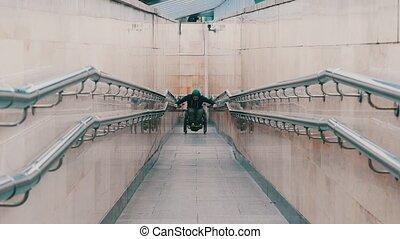 long, effort, obtenir, homme, fauteuil roulant, handicapé, ...