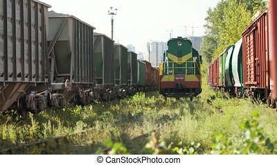 long, ferroviaire, transport, 4k, équitation, cargaison, chemin fer, train., vidéo, locomotive, utilisation, diesel, concept, entre
