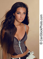 Long Hair. Beauty Woman with Healthy Shiny Smooth Brown...