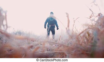 long, homme, road., vêtements, hiver, marche, forêt