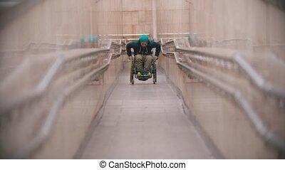 long, obtenir, homme desactivé, rampe fauteuil roulant, ...