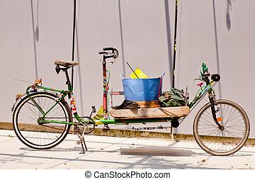 Long old bike of the gardener