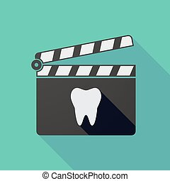 Long shadow clapper board with a tooth