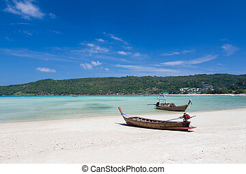 Long tail boat Sits on the beach