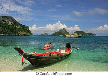 Longtail boat at Mae Koh island, Ang Thong National Marine...