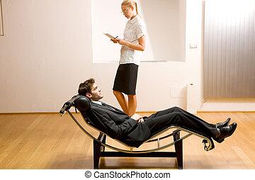 longue, mulher, chaise, leitura, mentindo, homem