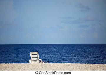 longue on the sea coast