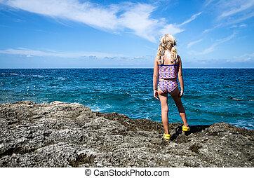looking to the sea horizon