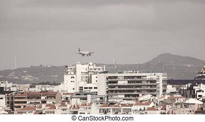 Loopable jet landing behind buildings - Loopable jet landing...