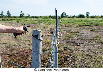 Loosen electric fence - Loosen the handle at an electric...