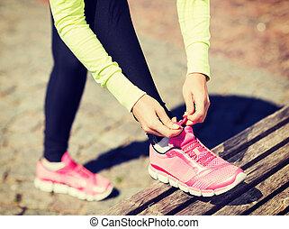 loper, vrouw, lacing, trainers, schoentjes