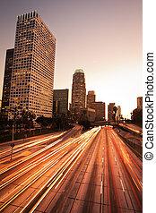 los angeles, urban, stad, hos, solnedgång, med, motorväg, trafik
