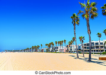 Famous Los Angeles Beach - Venice Beach with people. - Los...