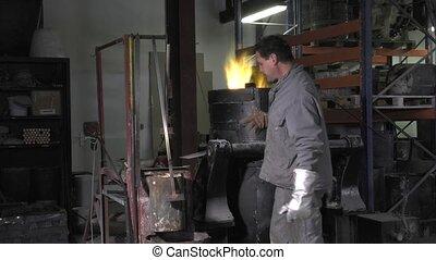 Lost wax bronze casting - crucible diet with bronze ingots