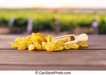 golden raisins sultana variety - Lot of whole dry golden...