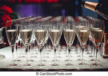 lotto, di, occhiali, con, champagne, primo piano