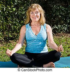 lotus, yoga, femme, -, mûrir
