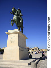 Louis XIV's statue in front of the Versailles Chateau