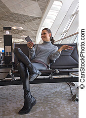 lounge, aeroporto, assento mulher