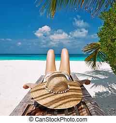 lounge, chaise, mulher, praia, mentindo
