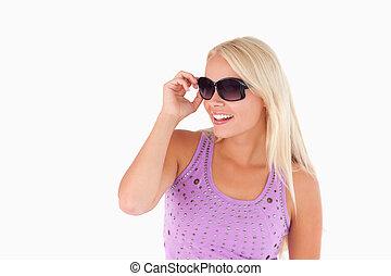 loura, mulher óculos sol