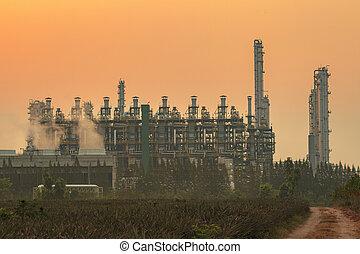 lourd, beau, plante, propriété industrielle, soleil, tube, matériel, ciel, produire, raffinerie, pétrochimique, huile, lumière, contre, extérieur, pétrole, industrie