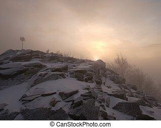 lourd, caché, pic, weather., mist., montagne neigeuse, extrême