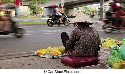 lourd, femme, vendeur, séance, hanoï, vente, trafic, fruits