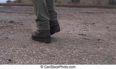 lourd, marche, chaussures, moutaineer, nuageux, boue, terrain vague, jambes, homme
