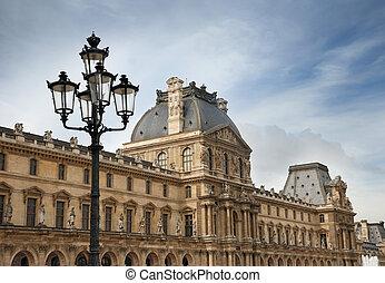 Louvre. - Retro streetlamp before a Louvre facade in Paris, ...